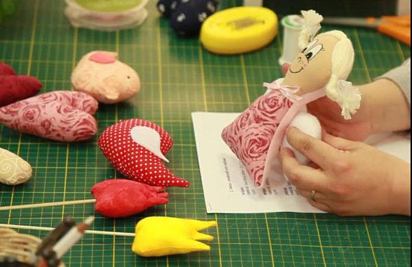 Fotografie:naučte se ušít panenku Andělku