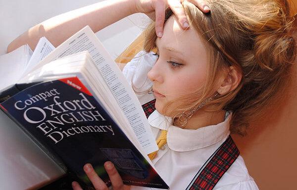Fotografie slečny jak se učí anglicky