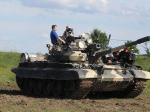 Jízda v bojovém tanku + střelba z Kalašnikova ZDARMA