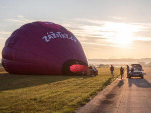 Tandemový seskok padákem z balónu