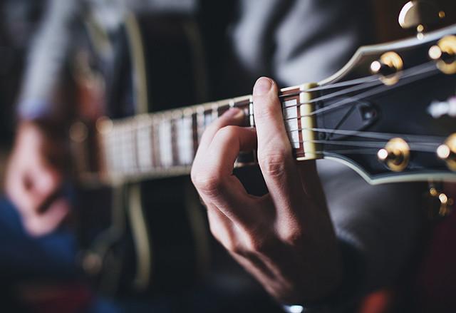 Foto: barré akordy na kytaru úvod