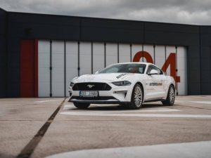 Řidičák nanečisto ve Fordu Mustang