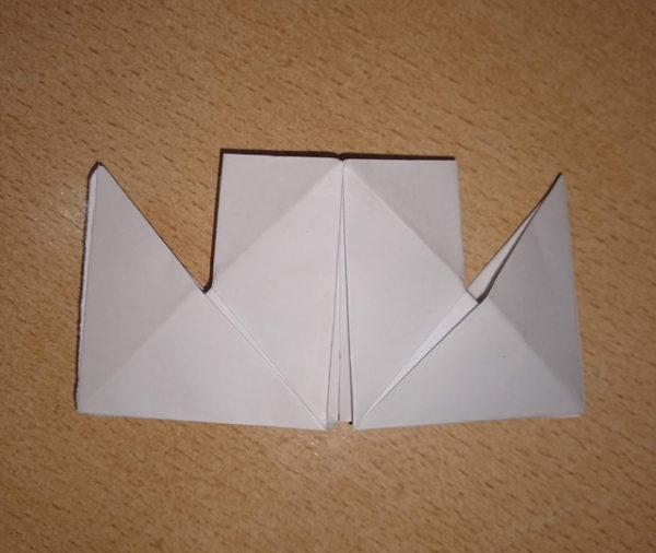 Fotografie: papírový parník