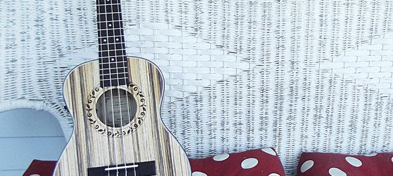 Fotografie: jak se naučit hrát na ukulele