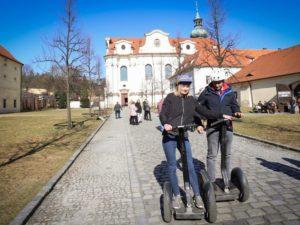 Projížďka na SEGWAY s prohlídkou barokních klášterů (1 + 1 ZDARMA)