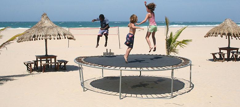 Fotografie: děti na trampolíně